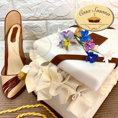 Pastel caja regalo y zapato